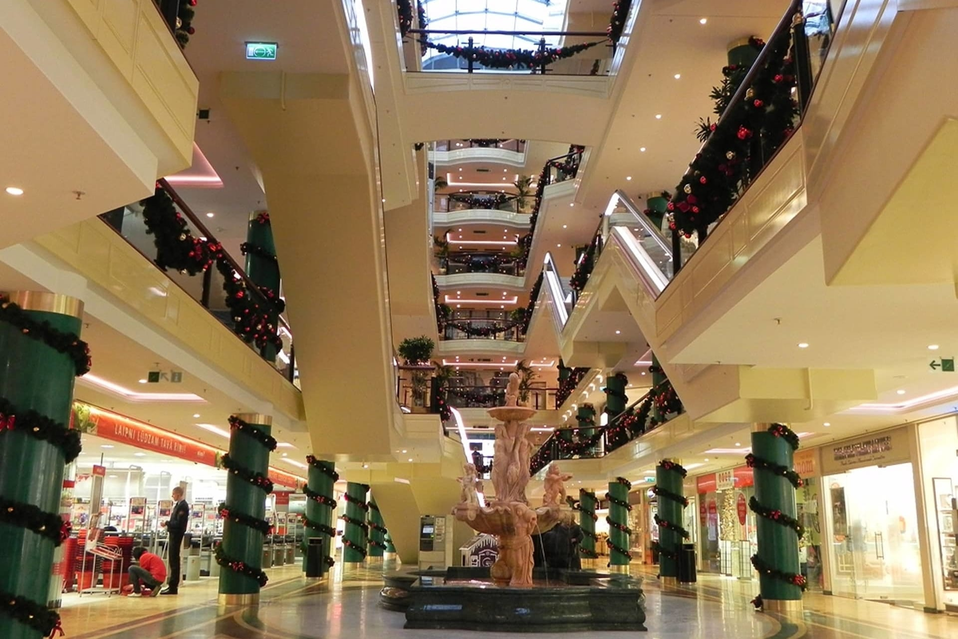 patello_shopping_centre1